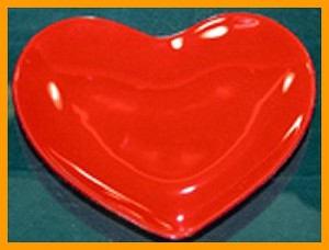 "9"" Red Heart Plate"